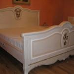 łóżko stylowe